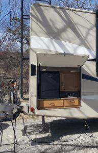 2017 ACE 29.4 - Outside kitchen with gas grill